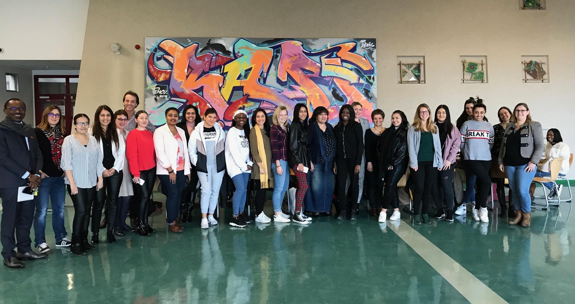 """Déjeuner """"Capital Filles"""" entre marraines et filleules : vers plus d'égalité filles-garçons"""